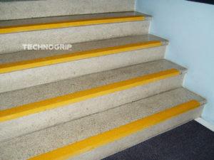 perfil antiderrapante para escadas